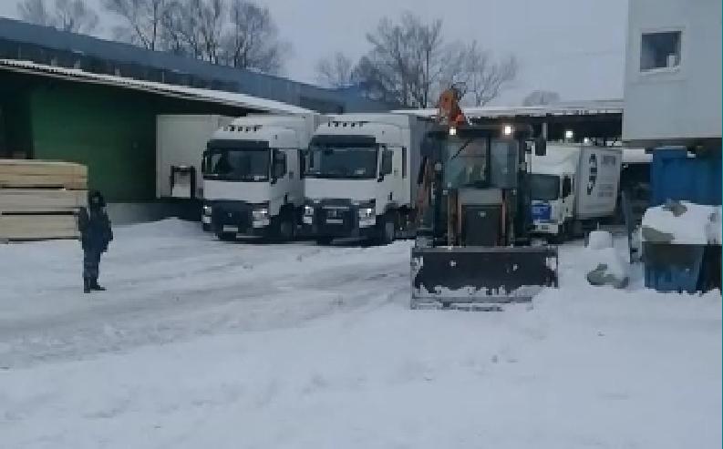 Вывоз и уборка снега круглосуточно для наших клиентов в связи с обрушившемся снегопадом